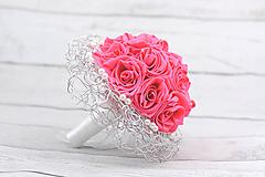 Kytice pre nevestu - Saténová kytica svadobná ružová ruže + pierko - 8232086_