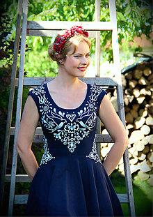 Šaty - Biela folk maľba na tmavomodré šaty... - 8235194_