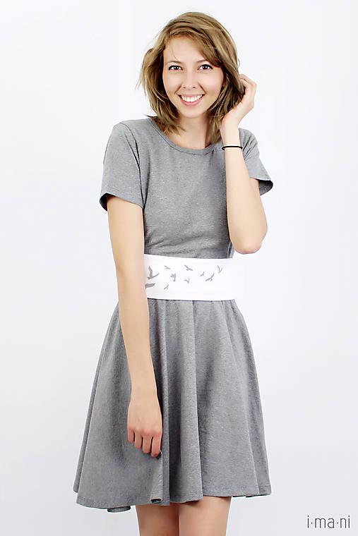 Šaty s kruhovou sukňou a opaskom - VTÁČIKY