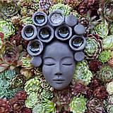 Ruženka - kvetináč ako obraz