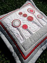 """Úžitkový textil - """"V krajine zázrakov"""" - vankúše, šedo - červené prevedenie - 8240384_"""