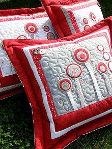 """Úžitkový textil - """"V krajine zázrakov"""" - vankúše, šedo - červené prevedenie - 8240241_"""