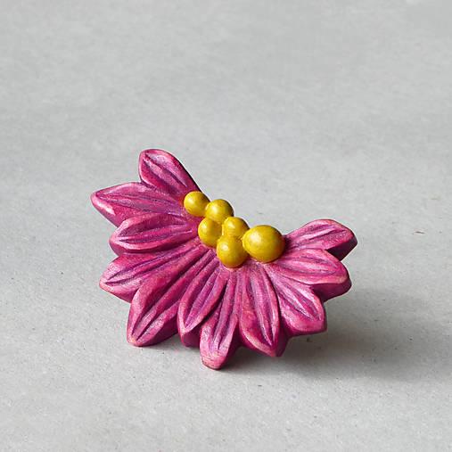 Violetka - drevená brošňa