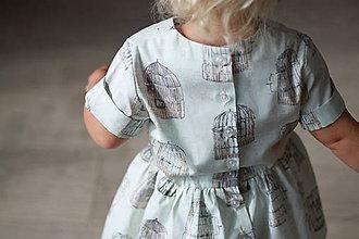 "6d1133838a04 Detské oblečenie - Mätové detské šaty so vzorom ""Slová"