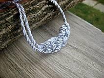 Uzlový náhrdelník z dvoch šnúr (bielo strieborný č.947)