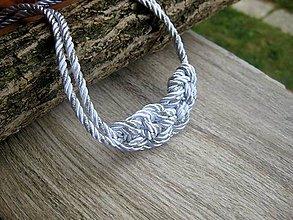 Náhrdelníky - Uzlový náhrdelník z dvoch šnúr (bielo strieborný č.947) - 8245007_