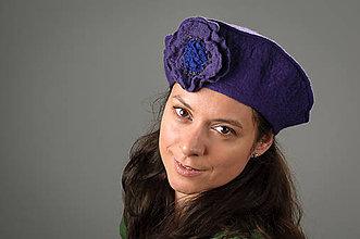 Čiapky - Fialová Francúzska Baretka s kvetom, Merino vlna, Plstená - 8247370_