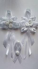 Elegantná biela sada svadobných pierok