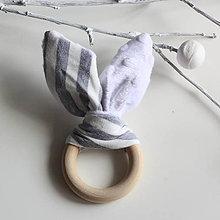Hračky - Drevené hryzátko pre najmenších Minky sivo biele šuchotavé - 8251333_