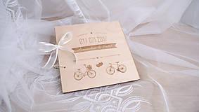 - Drevená svadobná kniha hostí cyklisti - 8249926_