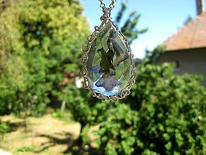 Náhrdelníky - Slzička s kvietkami - živicový náhrdelník (Slzička s fialovými kvietkami - živicový náhrdelník č.953) - 8249470_