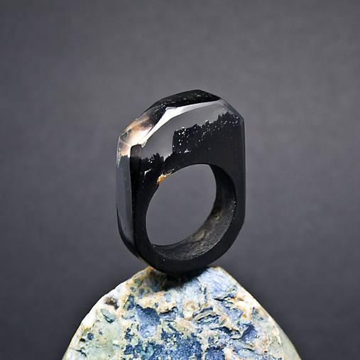 Drevený prsteň: Za súmraku