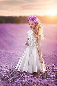 Šaty - Koktejlové šaty s tylovým vyšívaným živôtikom a kruhovou sukňou rôzne farby - 8253556_