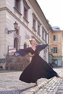 b2d9c5344817 Ručne vyšívané doplnky inšpirované folklórom - Folkova Šaty ...