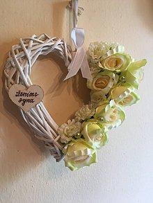Kytice pre nevestu - svadobné srdce zeleno-krémové