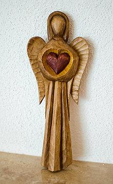 Socha - anjel so srdcom - 8257613_
