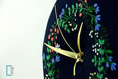 Hodiny - Vôňa noci, ručne vyšívané nástenné hodiny - 8256952_