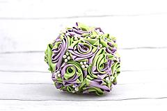 Kytice pre nevestu - VÝPREDAJ! Saténová kytica svadobná fialovo-zelená ruže - 8261023_