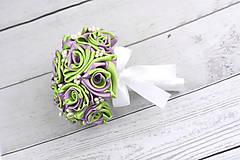 Kytice pre nevestu - Saténová kytica svadobná fialovo-zelená ruže - 8261030_