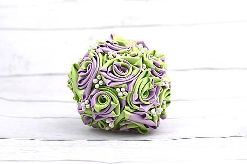 Saténová kytica svadobná fialovo-zelená ruže