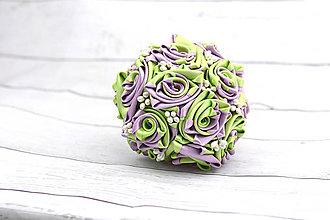 Kytice pre nevestu - Saténová kytica svadobná fialovo-zelená ruže - 8261026_