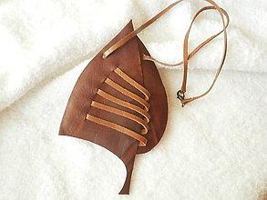 Náhrdelníky - Náhrdelník kožený, list - 8261847_