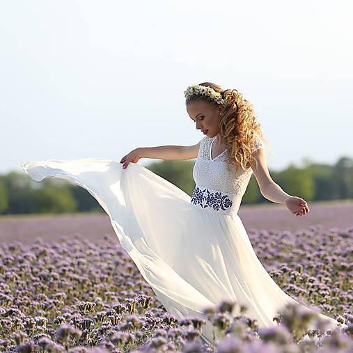 Svadobné šaty s elastickým živôtikom a kruhovou tylovou sukňou