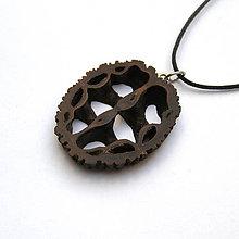 Náhrdelníky - Orechový ornament - 8263668_