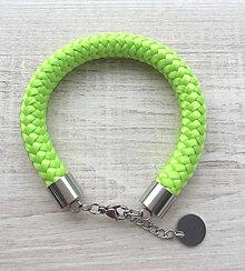 Náramky - Náramok pistachio green s karabínkou - 8267026_