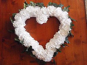 Dekorácie - Veľké srdce z ruží s brečtanom 55cm - 8269317_
