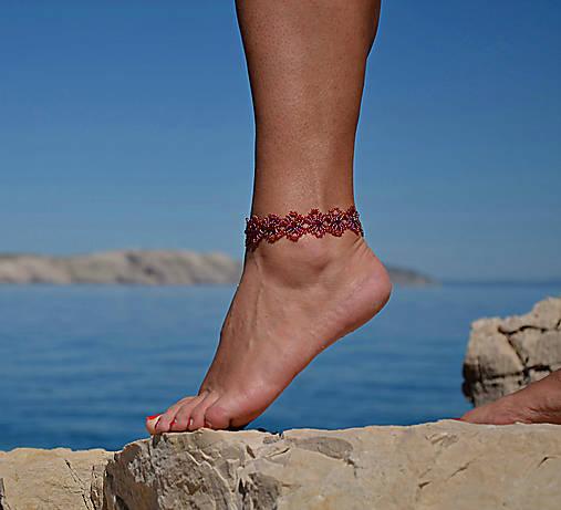 66fbc2d34 Náramok na nohu, červený, kvietkovaný / charoit - SAShE.sk ...