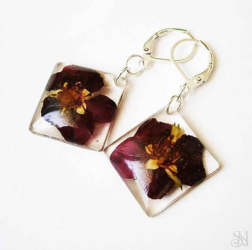 Štvorcové náušnice zo živice s bordovými kvetmi   natalyss - SAShE ... 51992668b16