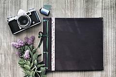 Fotoalbum klasický, papierový obal so štruktúrou a stužkou s potlačou kvetín