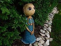Dekorácie - Dievčatko v šatičkách s bodkami - 8277970_