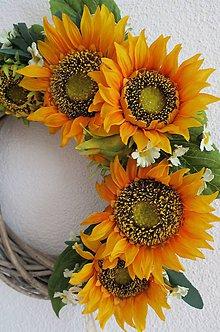 Dekorácie - kvetinovy veniec - 8276903_