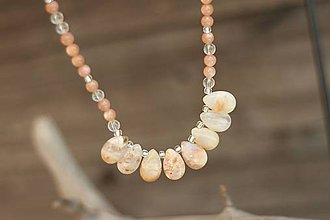 Náhrdelníky - Náhrdelník z minerálu slnečný kameň, achát, krištáľ - 8276384_