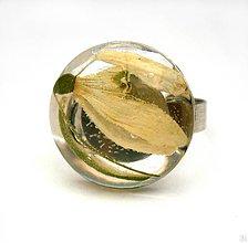 Prstene - Handmade živicový prsteň so snežienkou - 8280909_