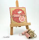 congrats! rustikálna hnedá recyklovaná pohľadnica s červenou a motýľom