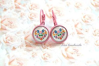 Náušnice - Folkové srdce v ružovom lôžku / 12mm - 8282814_