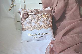 Darčeky pre svadobčanov - Svadobný vankúšik pod obrúčky s dvojpodbradníkom na zákazku - 8283521_