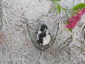 Náhrdelníky - Jaspis zebra...cínový šperk - 8285869_