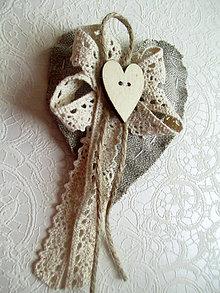 Pierka - svadobné pierko s dreveným srdiečkom - 8286322_