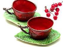 šálka červená s listom