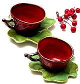 šálka červená s zeleným tanierikom