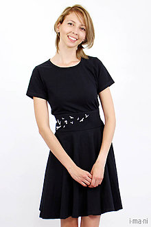 Šaty - Dámske šaty čierne kruhové s opaskom - 8284604_