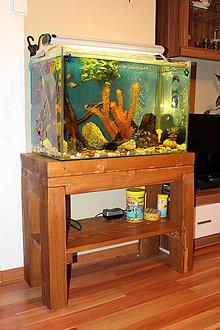 Nábytok - Drevený stolík pod akvárium - 8288320_