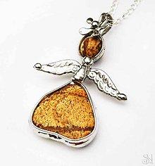 Náhrdelníky - Cínovaný prívesok anjelik s liečivým kameňom jaspisom pieskovým - 8289386_