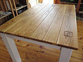 Nábytok - Drevený stôl s rezbou - 8291196_