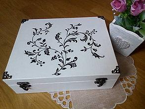 Krabičky - Biela krabica s čiernym ornamentom - 8293977_