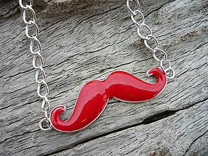 Náhrdelníky - !AKCIA! Náhrdelník Moustache Red - 8298102_